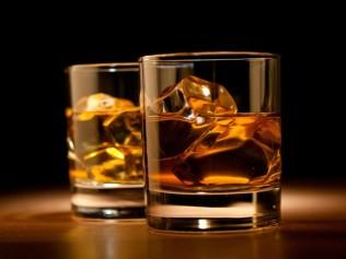 dos vasos de whisky-2