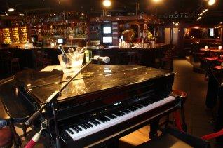 piano bar-1.jpg