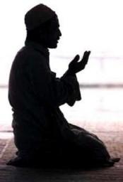 hombre rezando-1